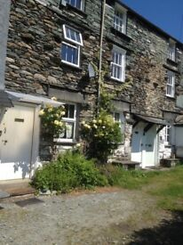 200 year old cottage. Sleeps 4. Parking Garden Central heating