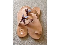 Women's Sandals Cuir AT Size 3 Brand New