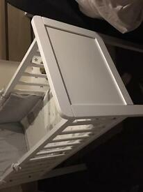 Hyde crib brand new