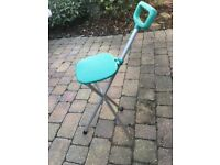 Lightweight foldup seat (shooting stick style)