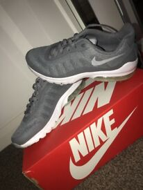 Nike Air Max Invigor grey size 5.5 IMMACULATE condition