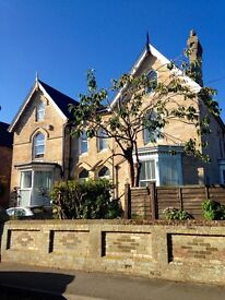 Studio Flat for Sale in an excellent location, within walking distance of shops and the beach