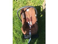Inglesina baby car seat with car seat base. Very good condition.