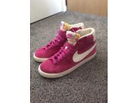 New! Ladies pink suede Nike trainers Uk5