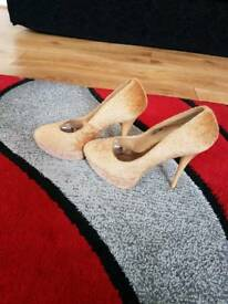 Beige textured heels