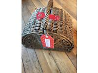 GORGEOUS PICNIC BASKET IDEAL CHRISTMAS PRESENT RRP £100