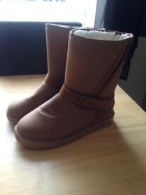 Lady's ugg boots