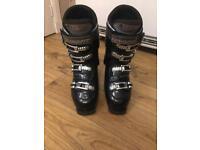 Ski boots size 6.5