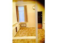 1 Extra Large Master Bedroom to rent at Ilford