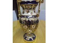 ANTIQUE VICTORIAN CROWN DERBY DOUBLE SCROLLED VASE, IN OLD JAPAN IMARI PATTERN