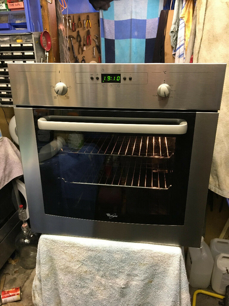 Reconditioned Whirlpool AKP203IX built in oven with integrated grill. 3 month money back guarantee