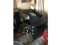 Nail table . Chairs and more