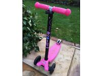 Micro maxi deluxe scooter pink and black
