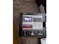 SONY CDX-G1100U FM/MW/LW CD PLAYER in original box with booklet
