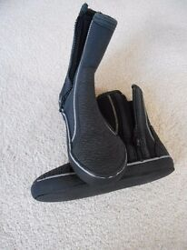 H2O wetsuit boots size 4