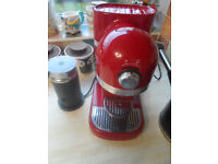 Kitchen Aid Candy Apple Red Coffee Machine & Aeroccino3 Milk Frother Black