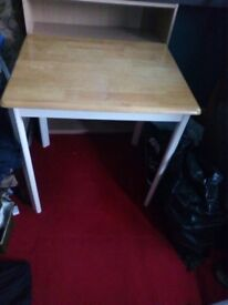 Table has two colours top and bottom by