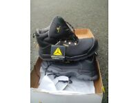Work boots brand new size 13