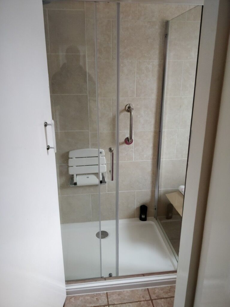 Shower Cubicle & Tray   in Trafford, Manchester   Gumtree