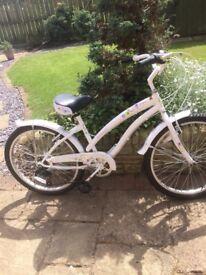 Girls bike 6 gears good condition