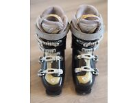 Ladies Head ski boots and bag- worn once