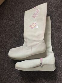 ROXY SUEDE BOOTS SIZE 7
