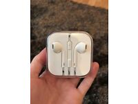 Genuine Apple iphone & ipod Earphones Brand New Sealed