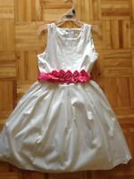 3 GIRL'S DRESSES USED SIZE 6X AND 10