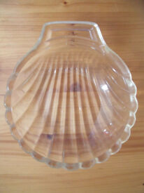Vintage (1960s?) retro kitsch Pyrex clear glass scallop shell dish. £4 ovno.