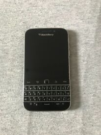 Blackberry classic perfect condition EE