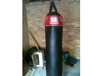 FULL SIZE PUNCH BAG WITH BRACKET AND GLOVES