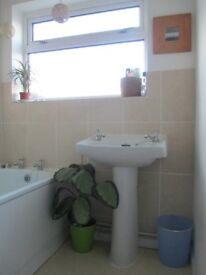 DOUBLE ROOM IN SHARED HOUSE SN2 2EW* £400 pcm ALL INCLUSIVE