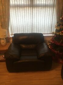 *** REDUCTION-MUST GO ***3,2,1 brown leather sofa. Like brand new