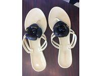 SIZE 7 jelly flip flops