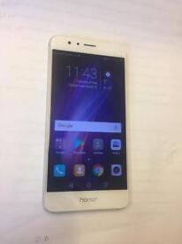 HUAWEI P8 WHITE UNLOCKED TO ALL NETWORKS.
