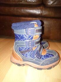 Boys Navy/Tan Snow Boots UK Size 10