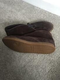 Outstanding condition Lacoste shoes