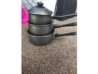 Lightweight saucepan set