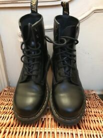 Brand new Dr Martens! Worn once! Size UK 4