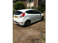 Ford Fiesta ST 2 2014 in white