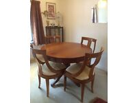 Round Dining Table and 6 Chairs, excellent condition.