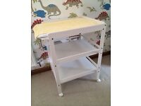 Baby changing table with wheels + changing mat