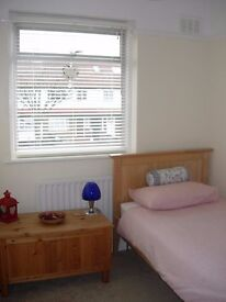 #want a nice place to stay? Incredible Single Bedroom Available 115PW 5min to Canary Wharf Station#