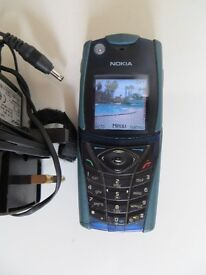 A NICE CLASSIC RARE NOKIA 5140 MOBILE PHONE WITH CHARGER , GOOD