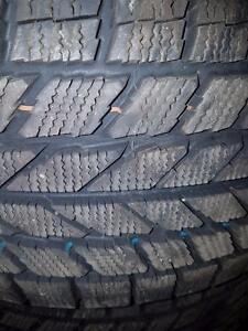 4 pneus d'hiver 225/50/17 Toyo Observe Garit KX, 10% d'usure, 11/32 de mesure, très peu d'usure, état neuf