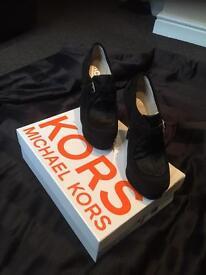 MICHAEL KORS black suede heels size 6