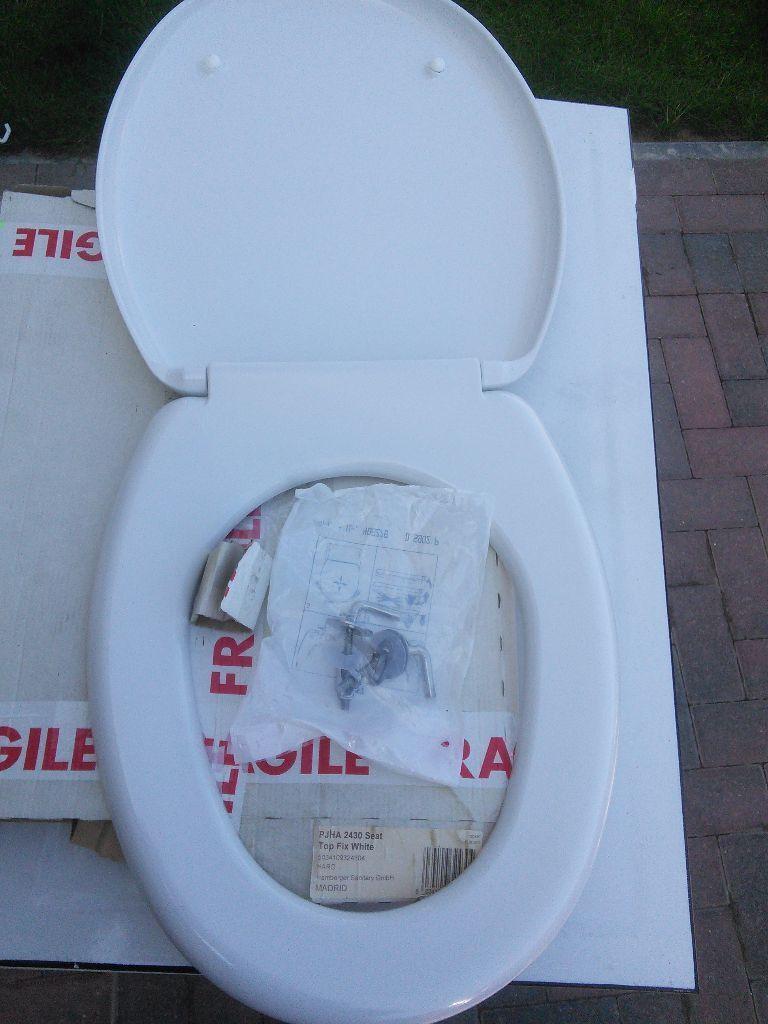 B and q madrid toilet seat brand new