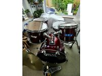 Pulse Drum Kit with cymbals. Mapex bass drum pedal and Evans heads. Some fittings damaged.
