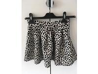 Girls M&S skirt age 7-8yrs