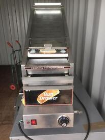 Hotdog machine with bun tray